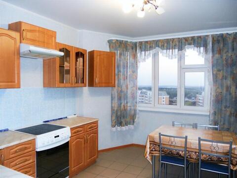 Сдаем двухкомнатную квартиру в Московском. Большие метражи. Длительно