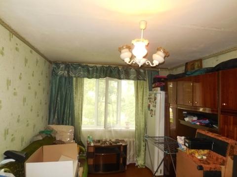 Комната 18 м2 в 3-х комнатной квартире. Этаж: 1/5 панельного дома.