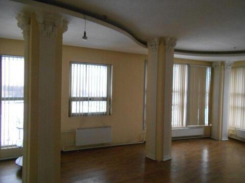 Офисно-торговое помещение в аренду 110 кв.м. у выхода из метро.