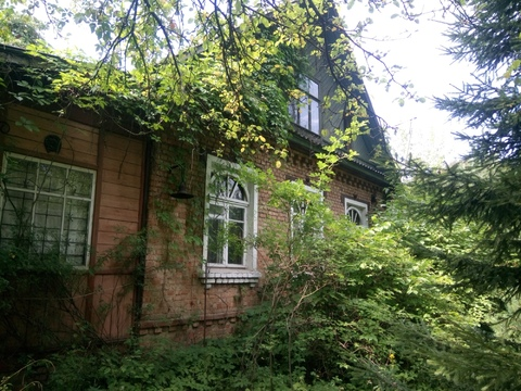 Дом на шикарном участке с елями и соснами