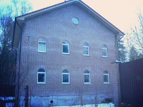 Сдам 2-х этажный кирпичный дом под производство или склады, п. Быково.