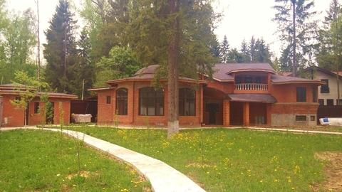 Продам кирпичный дом 210 кв.м. в коттеджном поселоке аква форест