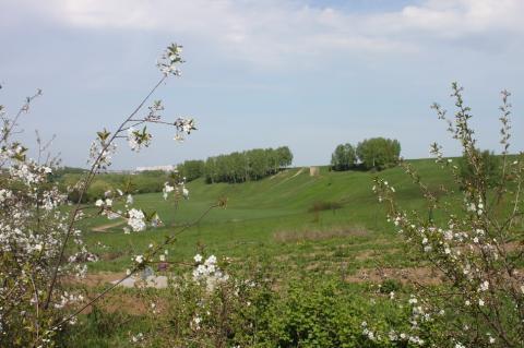 Участок в деревне для ИЖС на склоне холма с красивым видом