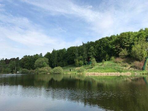 Участок у воды на бергу Расторгуевского водохранилища для усадьбы