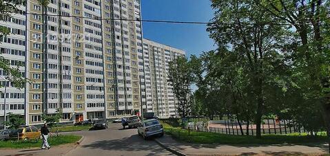 Предлагается помещение на 1 м этаже жилого здания с отдельным входом.