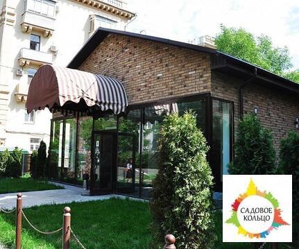 Предлагается в продажу отдельно стоящее здание с земельным участком.