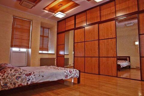 Продам трехкомнатную (3-комн.) квартиру, Зубовский б-р, 35с1, Москва г