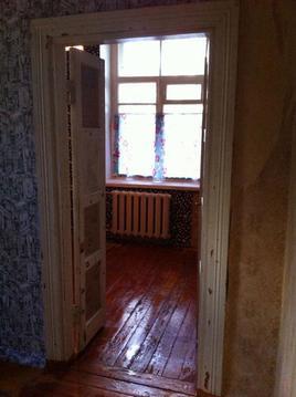 Квартира требует ремонта. С/у раздельный. Комнаты смежные.Окна во двор