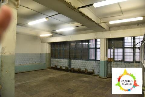 Предлагается хороший склад на первом этаже с офисом и умывальником пря