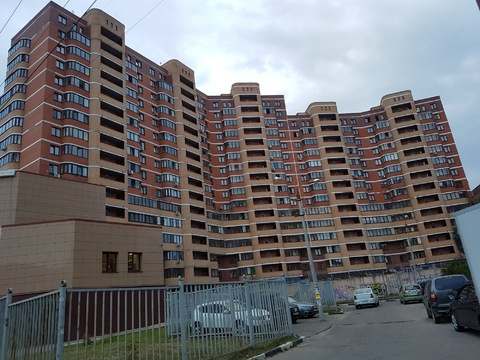 Продаётся 3 комнатная квартира Аверьянова 25