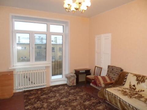 Продается комната 20 м кв в 3-х комнатной квартире в центре Москвы.