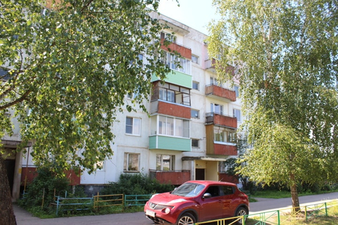 Однокомнатная квартира без ремонта в селе Тропарево
