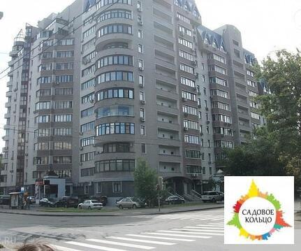 Предлагается помещение площадью 180 кв.м на 1 этаже жилого дома. Пер