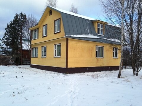 Дом на берегу Рузского водохранилища.