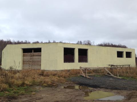 Недостроеное здание под магазин