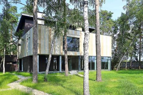 Современный дом с панорамным остеклением в лесу на Риге, 14 км от МКАД