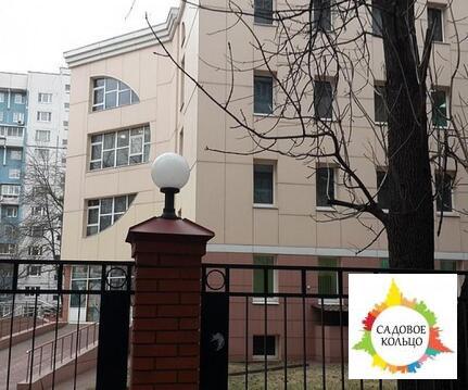 Предлагается пятиэтажное монолитно-кирпичное здание с атриумом и цок