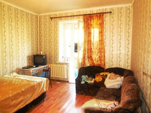 Комната 20 (кв.м) в 4-х комнатной квартире. Этаж: 2/3 кирпичного дома.