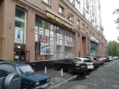 Продаётся торговое помещение на первой линии улицы Спартаковской.