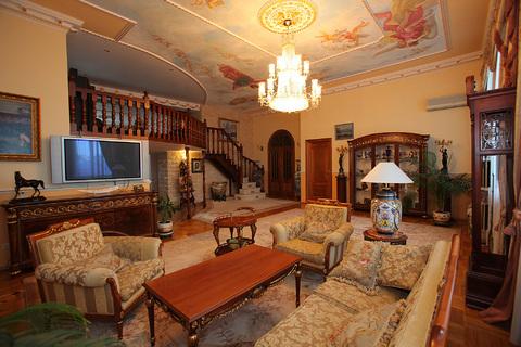 Продажа пятикомнатной квартиры в центре Москвы
