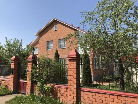 Продается 2 этажный дом и земельный участок в пос. Правдинский