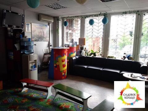 Вашему вниманию предлагается офис 147.6 кв.м. на 1 этаже жилого дома.