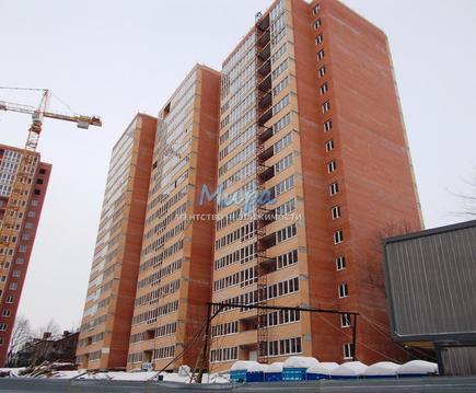 Продается двухкомнатная квартира в строящемся доме, в 12 км от МКАД,