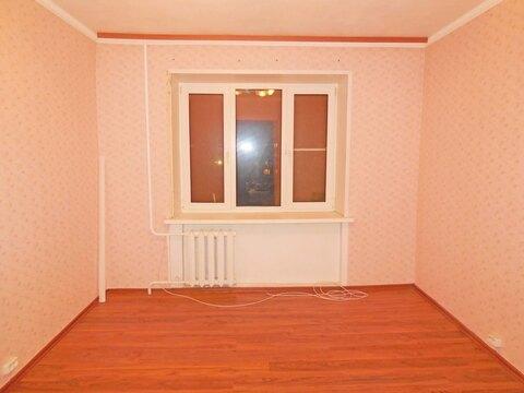 Комната 13 м2 в 4-х комнатной квартире. Этаж: 3/5 кирпичного дома.