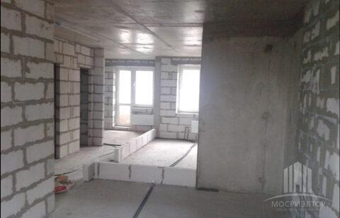 Продается 2-х комнатная квартира в новом доме, без ремонта.