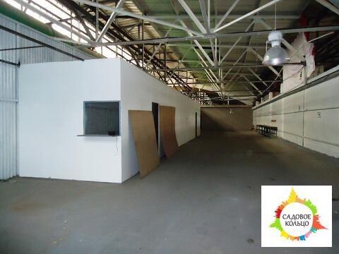 Теплое и сухое помещение прямоугольной вытянутой формы площадью 453 кв