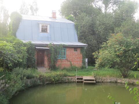 Дом в деревне на берегу Оки с прудом на участке