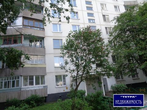 Продается трехкомнатная квартира - распашонка, в самом центре города.