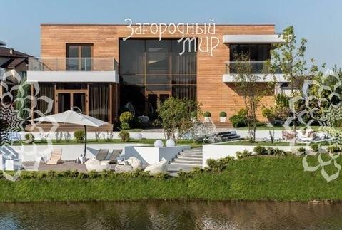Новый стильный дом с собственным выходом к реке.