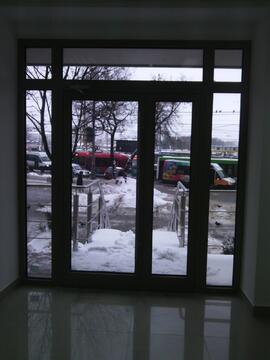 У метро Полежаевская