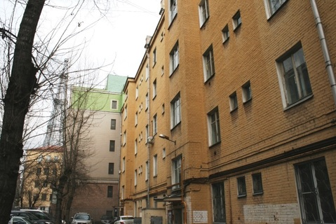 Комната в среднем состоянии, в 7ми минутах пешком от ст.м. Шаболовская