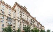 Продаётся 2-х комнатная квартира в фасадном сталиском доме