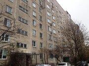 Просторная трехкомнатная квартира в хорошем районе города.