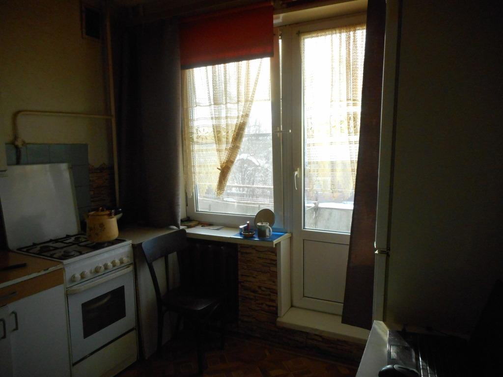 Продается двухкомнатная квартира за 2 650 000 рублей. Можайск, ул. Карасева, 35.