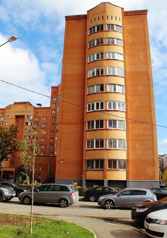 Продается трехкомнатная квартира за 8 700 000 рублей. Дедовск, 1-я Главная, 1.