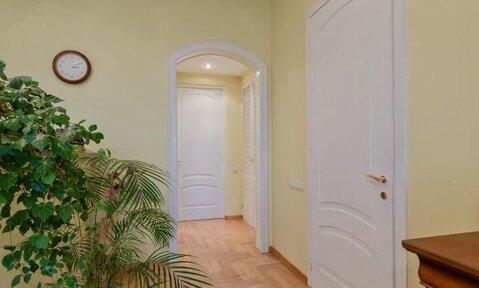 Продаётся видовая пятикомнатная квартира в центре Москвы.