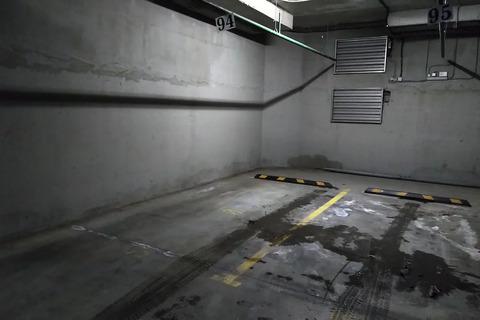 Продаю машиноместо в подземной парковке.