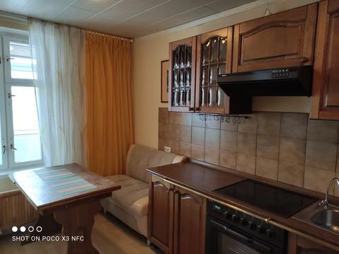 Продается, в Ясенево, 3 минуты пешком, большая однокомнатная квартира. .