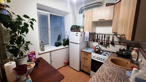 Однокомнатная квартира 33 (кв.м). Этаж: 4/4 кирпичного дома.