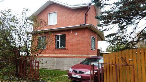 Благоустроенная дача, 2-х этажный кирпичный дом 100 м2 на уч. 6 .