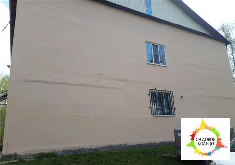 Продам отдельно стоящее здание и замощение, или половину здания и поло