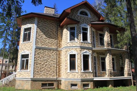 Коттедж в поселке на лесном участке 25 сот в районе Звенигорода