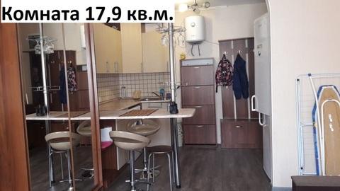 Отдельная комната с водой в кирпичном доме.