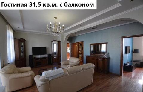 Квартира с большой гостиной и окном в ванной комнате